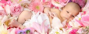Малыш в цветах