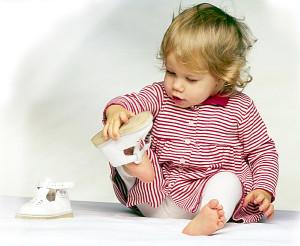 Малыш в сандаликах