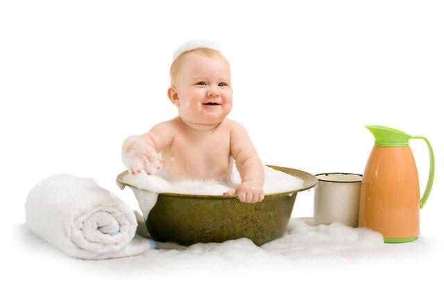 Малыш в ванне