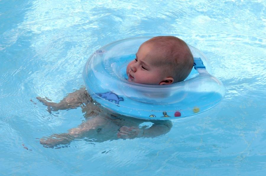Надувной круг для купания