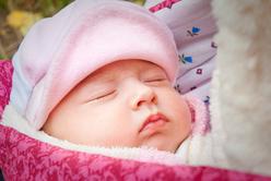 Прогулки с новорожденным: правила и потребности