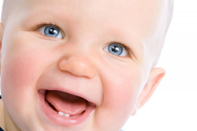 Первый зубик малыша